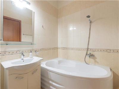 Apartament 2 camere confort sporit in A.Muresanu cu parcare si terasa