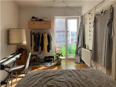Apartament cu 2 camere, semidecomandat, parcare in curte, P-ta M. Viteazu