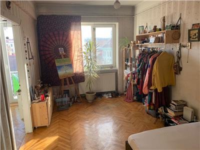 Apartament cu 2 camere, semidecomandat, parcare in curte, Pta M. Viteazu