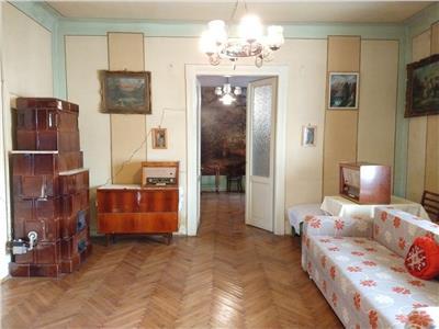 Apartament 3 camere confort sporit etaj 1 in Centru, strada Horea